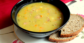 A PEASOUP WITH SMOKED FOODS